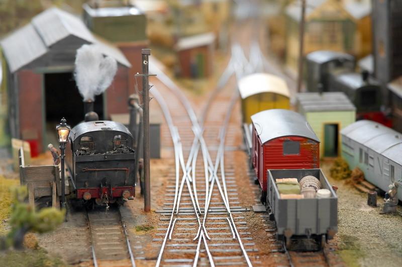 荷を運ぶ電車